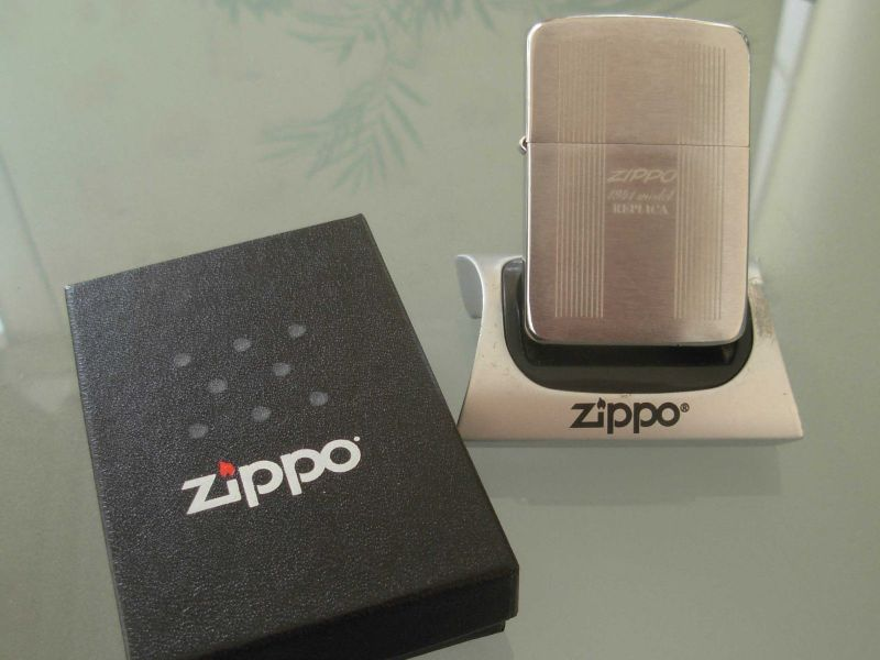 ZippoLighterInBox1941Replica_1.JPG