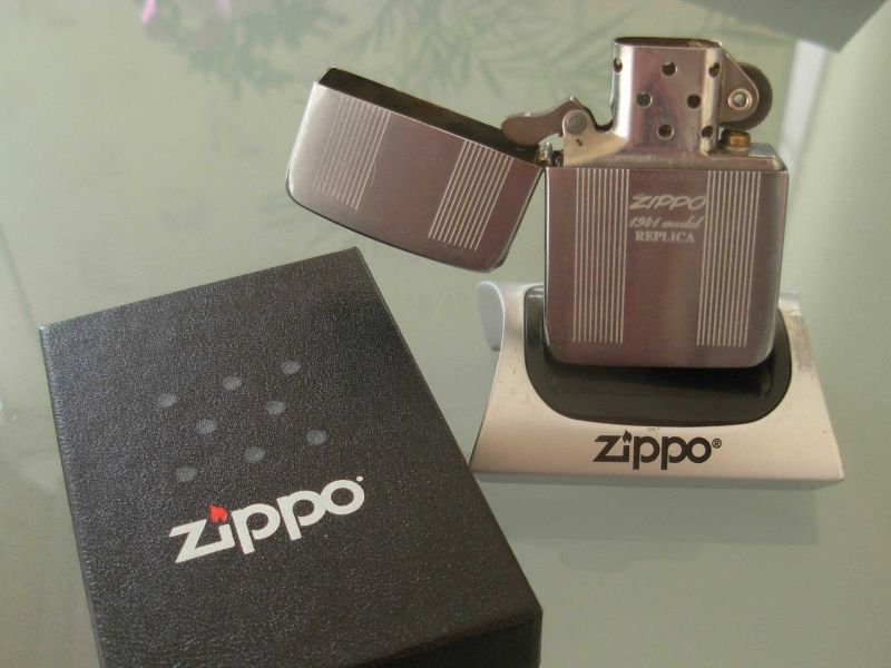 ZippoLighterInBox1941Replica_2.JPG