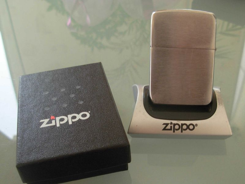 ZippoLighterInBox1941Replica_3.JPG