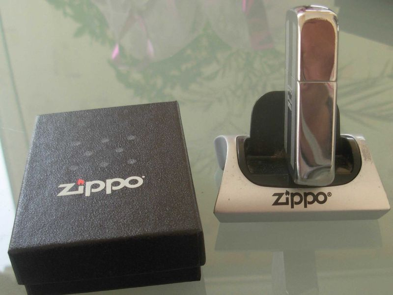 ZippoLighterInBox1941Replica_4.JPG