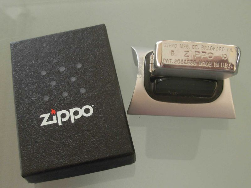 ZippoLighterInBox1941Replica_5.JPG
